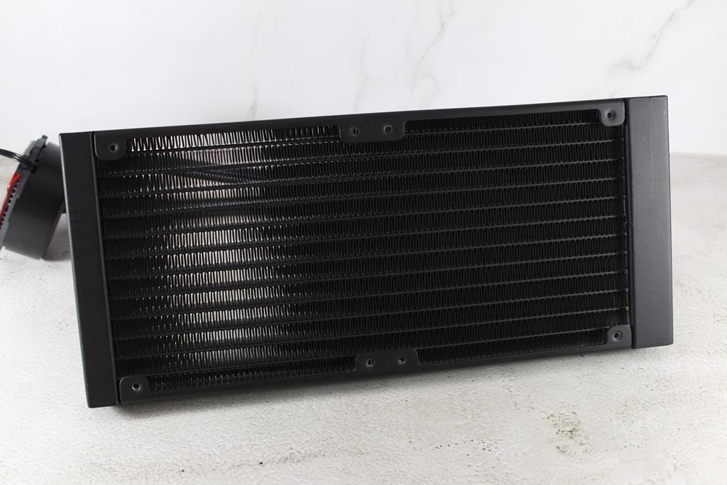 ID-COOLING FROSTFLOW 240-R一體式水冷散熱器-入手240mm基本款水冷好選擇
