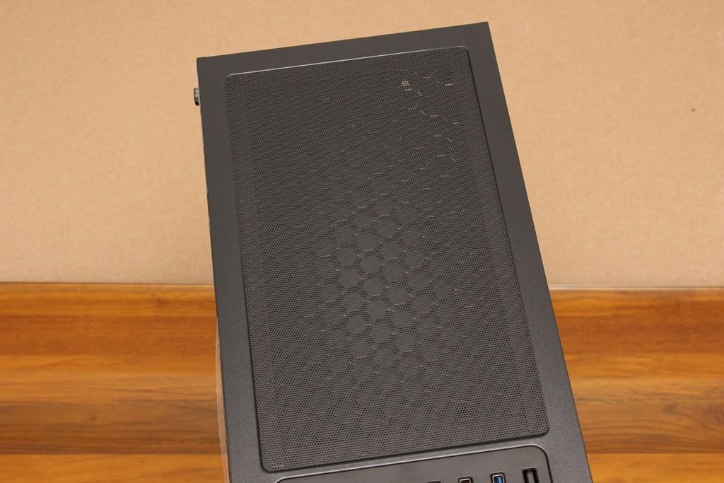 亞碩Power Master G9 IRON MAN鋼鐵人RGB機殼-搭載獨特鏡面發光燈效與鋼化玻璃側板,平價機殼再添一枚生力軍 - 15
