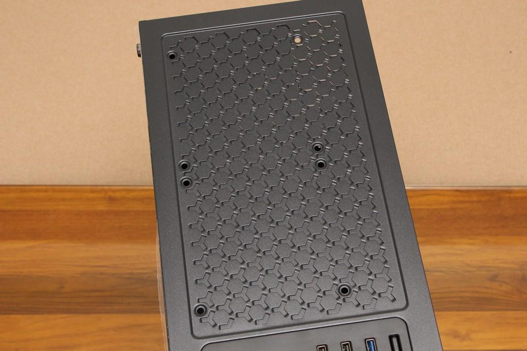 亞碩Power Master G9 IRON MAN鋼鐵人RGB機殼-搭載獨特鏡面發光燈效與鋼化玻璃側板,平價機殼再添一枚生力軍 - 17