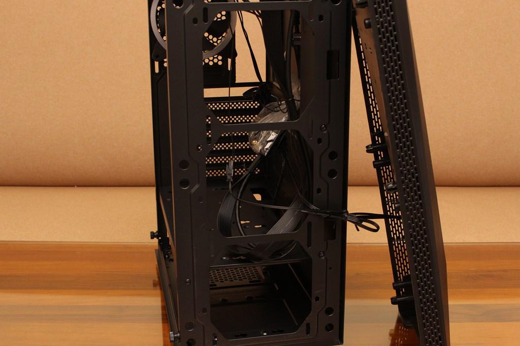 亞碩Power Master G9 IRON MAN鋼鐵人RGB機殼-搭載獨特鏡面發光燈效與鋼化玻璃側板,平價機殼再添一枚生力軍 - 12