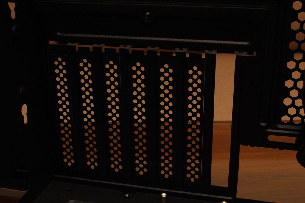 亞碩Power Master G9 IRON MAN鋼鐵人RGB機殼-搭載獨特鏡面發光燈效與鋼化玻璃側板,平價機殼再添一枚生力軍 - 36
