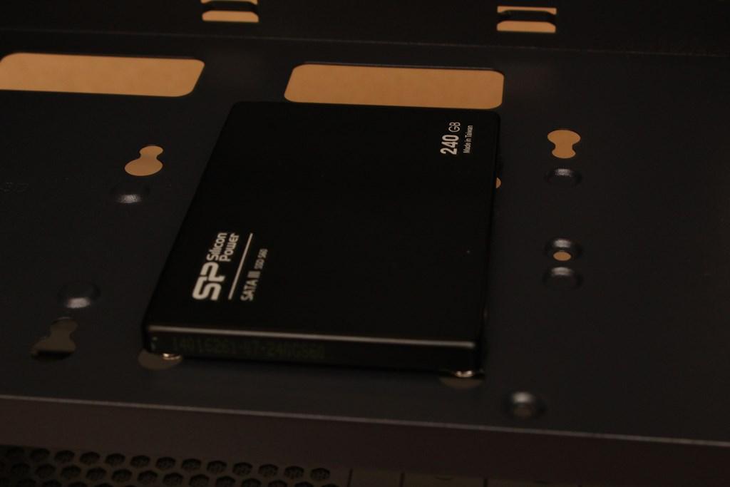 亞碩Power Master G9 IRON MAN鋼鐵人RGB機殼-搭載獨特鏡面發光燈效與鋼化玻璃側板,平價機殼再添一枚生力軍 - 42