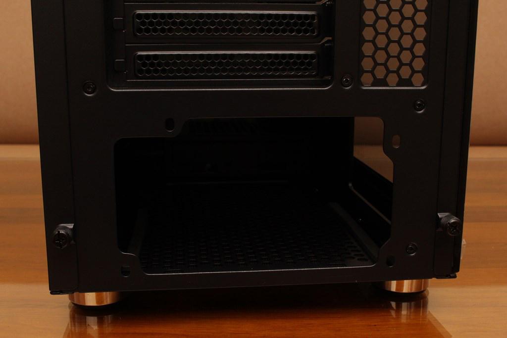 視博通SuperChannel SW001(B)雙面男爵機殼-玻璃/鐵網面板任君選擇,雙20公分ARGB風扇視覺散熱一石二鳥
