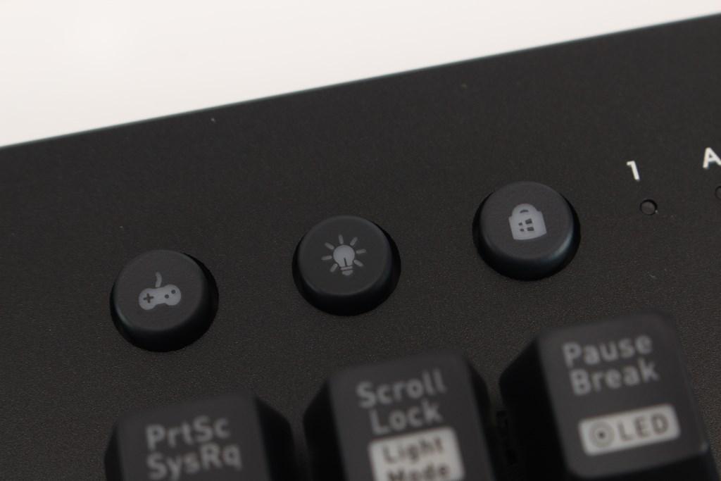 曜越Thermaltake Level 20 GT RGB機械式電競鍵盤-簡約奢華風格,質感與視覺燈效依然搶眼 - 26