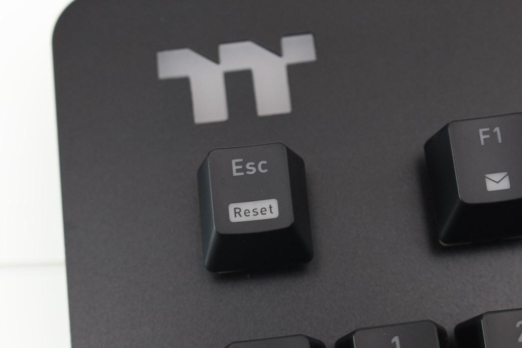 曜越Thermaltake Level 20 GT RGB機械式電競鍵盤-簡約奢華風格,質感與視覺燈效依然搶眼 - 29