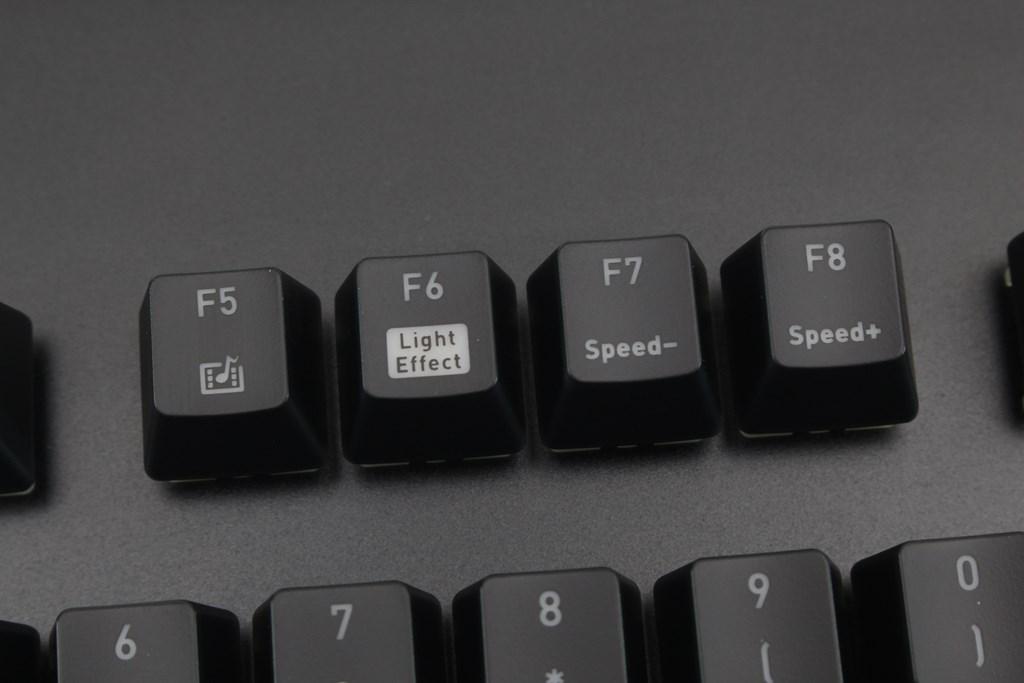 曜越Thermaltake Level 20 GT RGB機械式電競鍵盤-簡約奢華風格,質感與視覺燈效依然搶眼 - 31