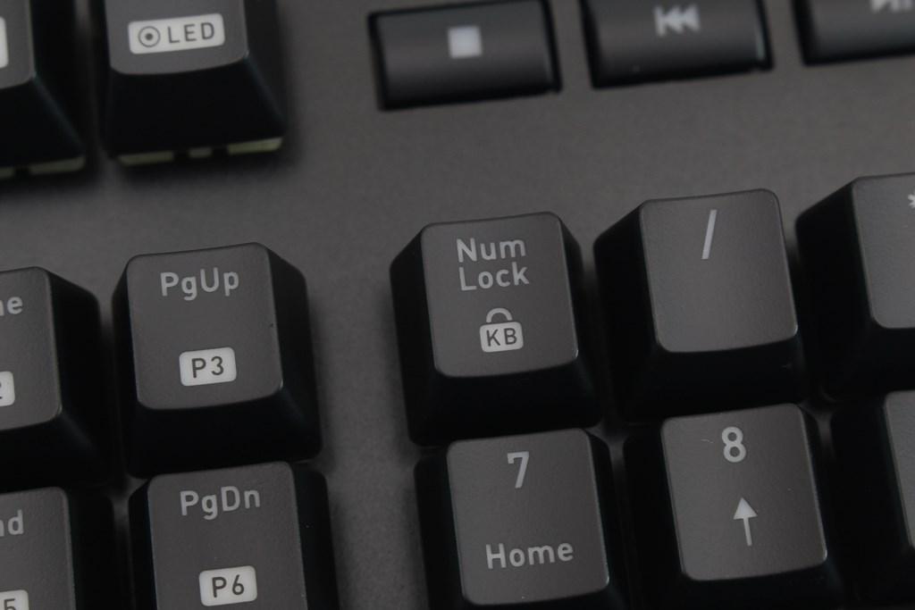 曜越Thermaltake Level 20 GT RGB機械式電競鍵盤-簡約奢華風格,質感與視覺燈效依然搶眼 - 35