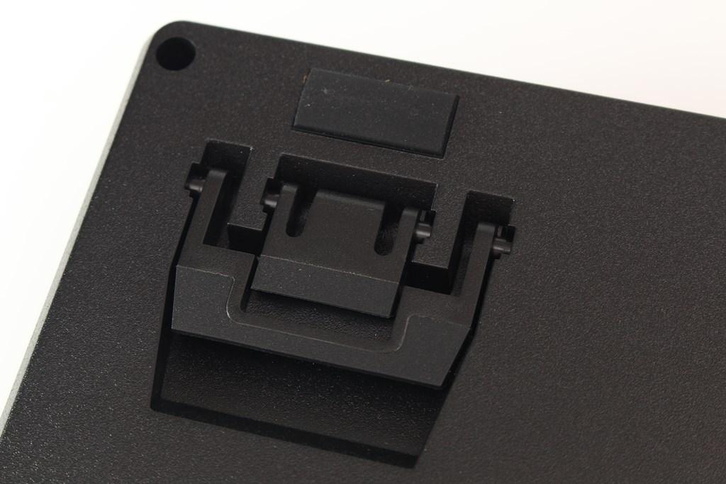 曜越Thermaltake Level 20 GT RGB機械式電競鍵盤-簡約奢華風格,質感與視覺燈效依然搶眼 - 39
