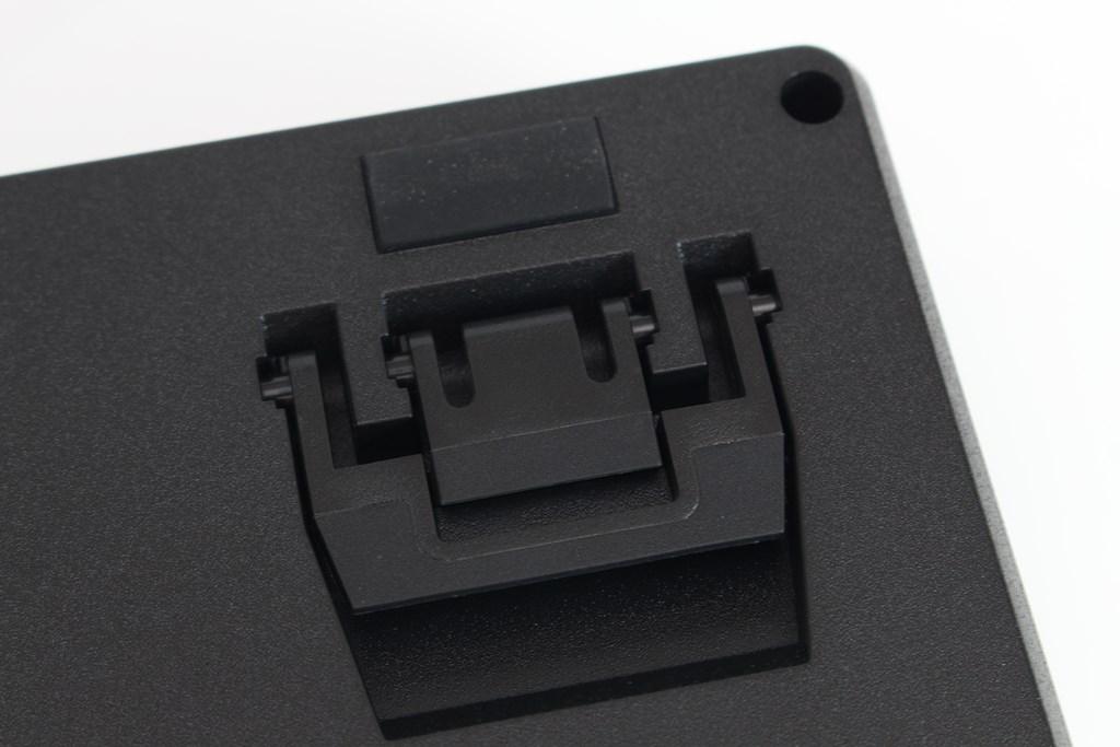 曜越Thermaltake Level 20 GT RGB機械式電競鍵盤-簡約奢華風格,質感與視覺燈效依然搶眼 - 40
