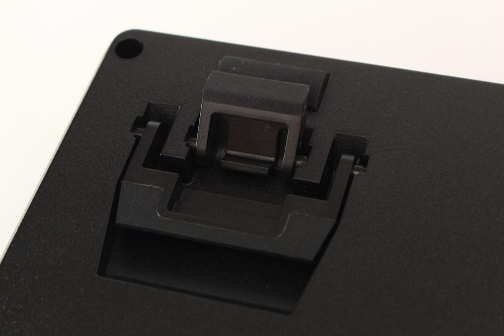 曜越Thermaltake Level 20 GT RGB機械式電競鍵盤-簡約奢華風格,質感與視覺燈效依然搶眼 - 46