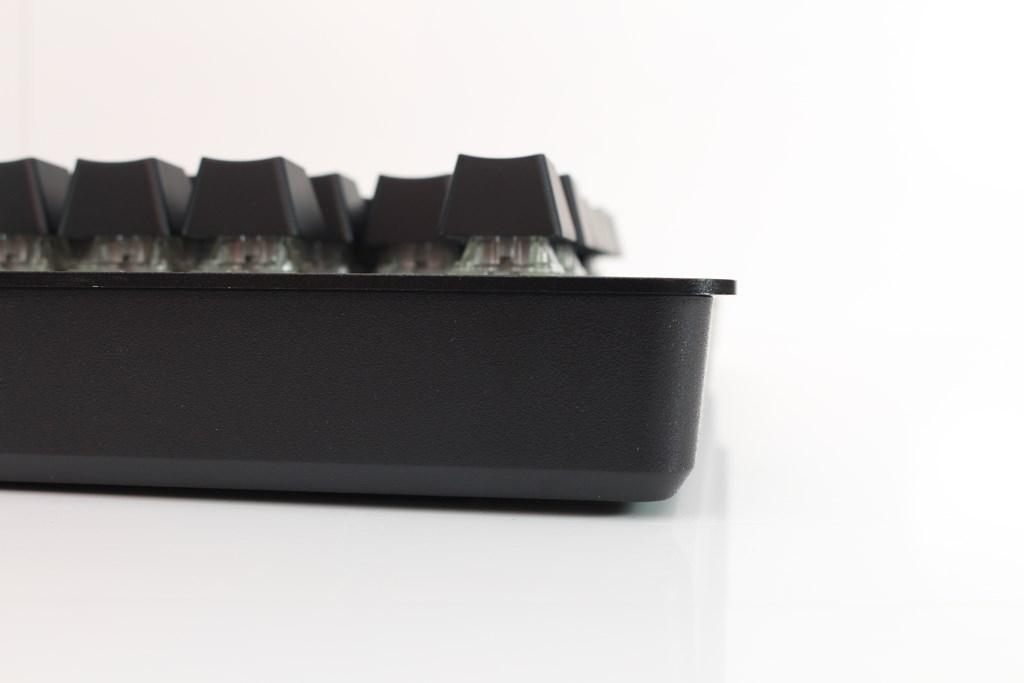 曜越Thermaltake Level 20 GT RGB機械式電競鍵盤-簡約奢華風格,質感與視覺燈效依然搶眼 - 48
