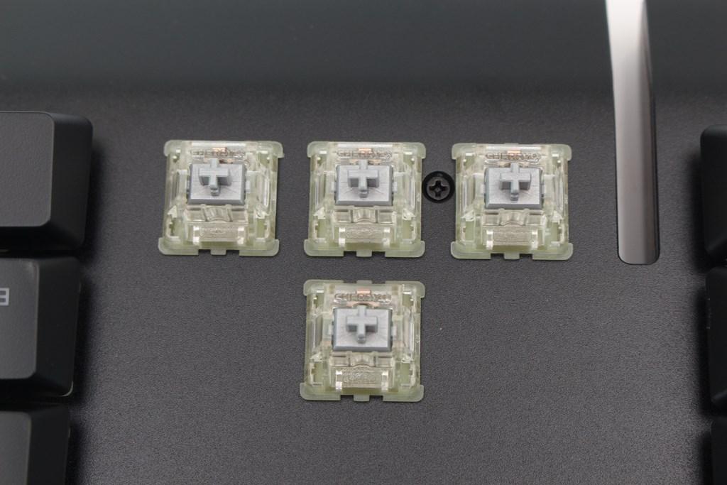 曜越Thermaltake Level 20 GT RGB機械式電競鍵盤-簡約奢華風格,質感與視覺燈效依然搶眼 - 54