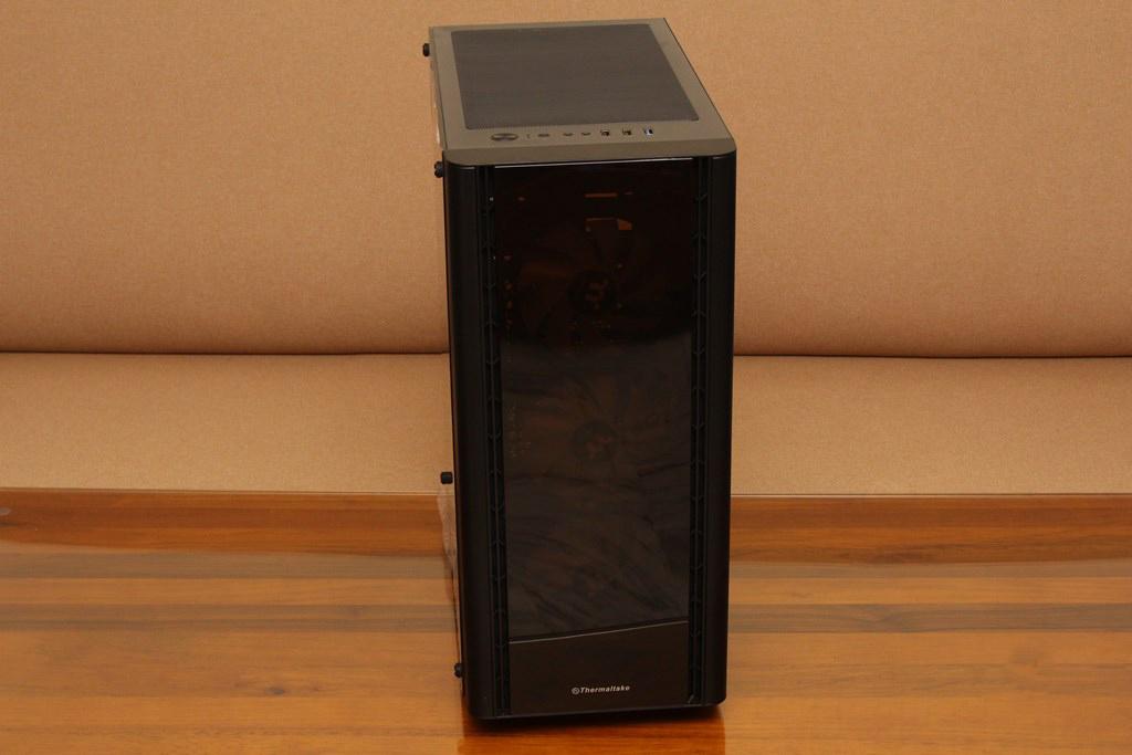 曜越Thermaltake V250 TG ARGB強化玻璃中直立式機殼-搭載三顆120mm ARGB風扇與前面板玻璃設計,炫彩燈效嶄露無遺