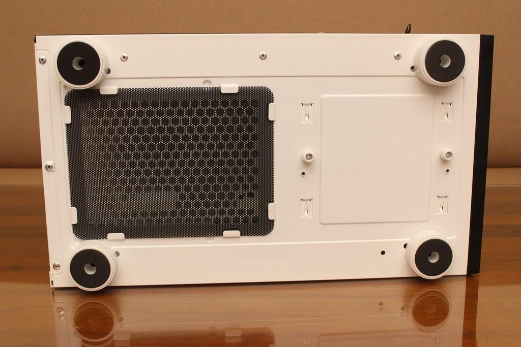 darkFlash DLM21 MESH機殼-雪白配色搭全景鋼化玻璃,mATX產品也能擁有不錯的擴充性 - 22