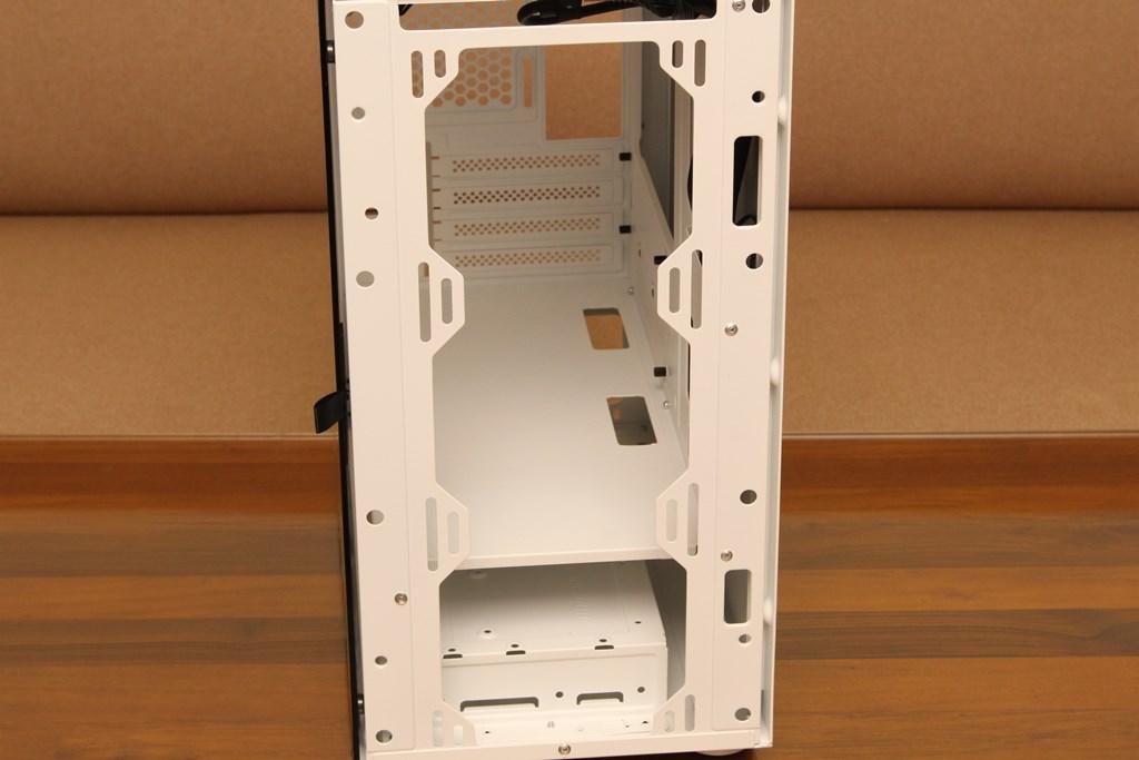 darkFlash DLM21 MESH機殼-雪白配色搭全景鋼化玻璃,mATX產品也能擁有不錯的擴充性 - 12