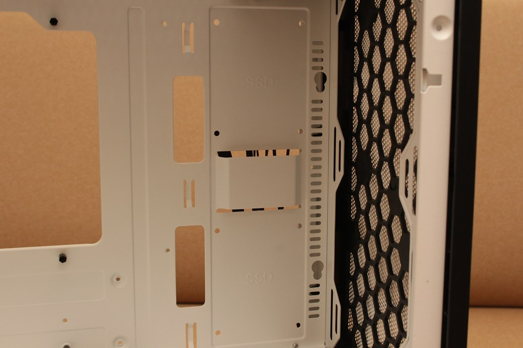 darkFlash DLM21 MESH機殼-雪白配色搭全景鋼化玻璃,mATX產品也能擁有不錯的擴充性 - 36