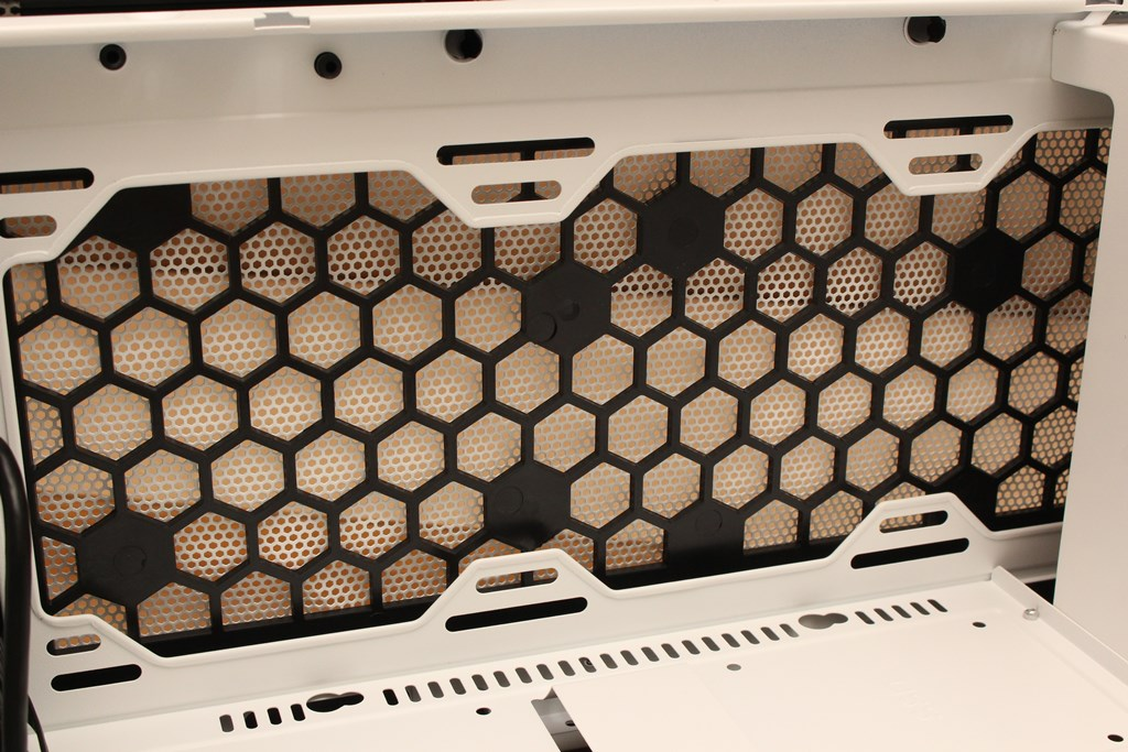 darkFlash DLM21 MESH機殼-雪白配色搭全景鋼化玻璃,mATX產品也能擁有不錯的擴充性 - 40