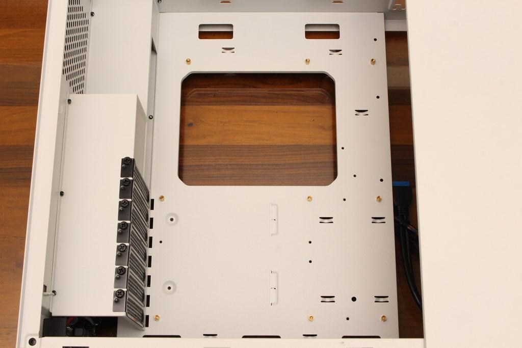darkFlash DLV22磁吸右側掀式玻璃機殼-經典架構再現,就是要與眾不同