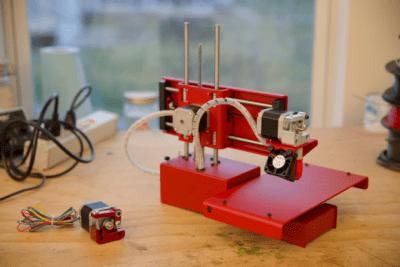 フルメタル製のシンプルな3Dプリンタ