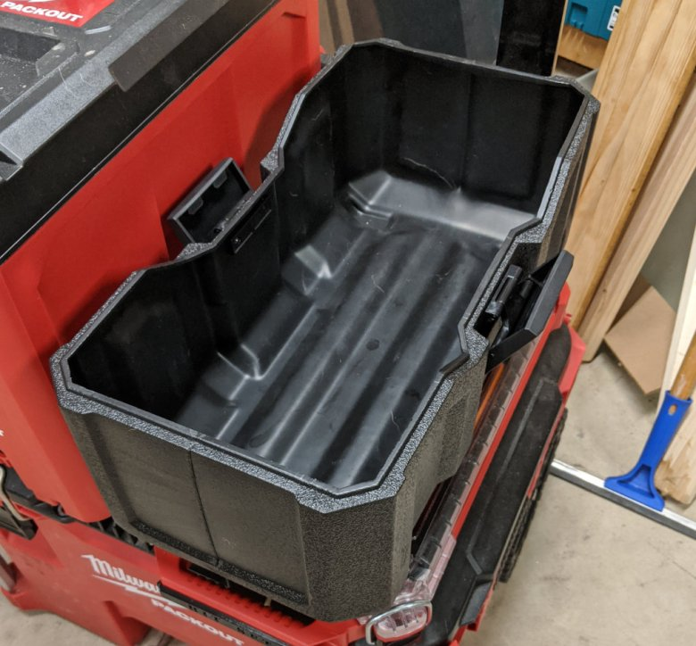 Milwaukee M18 Wet Dry Vacuum Packout Mounting Feet Step 2