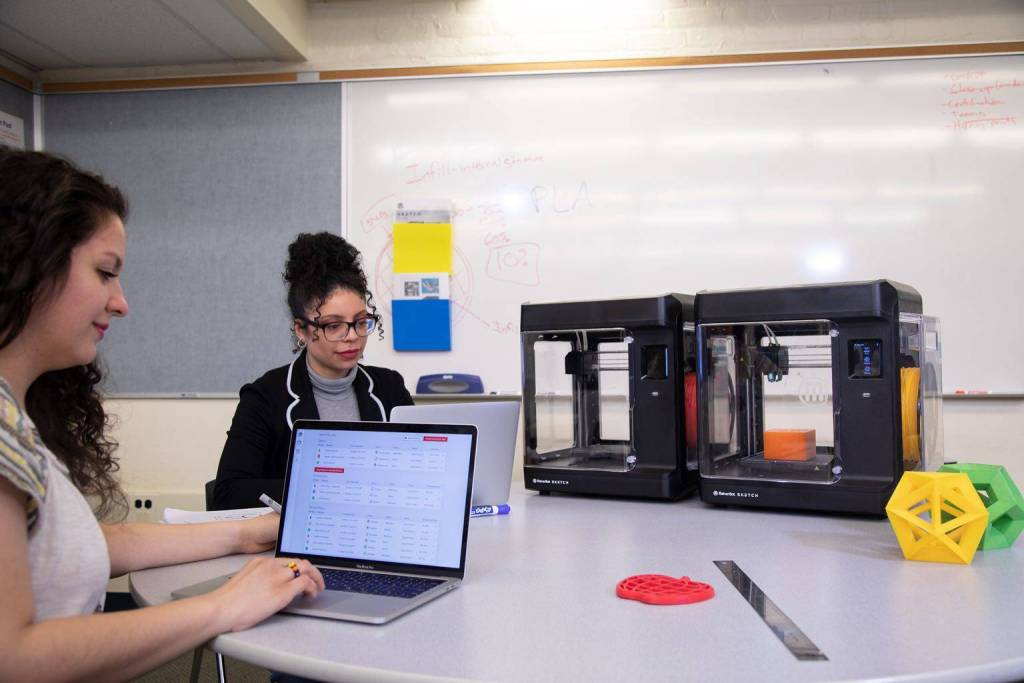 Students and teachers using the MakerBot Cloud