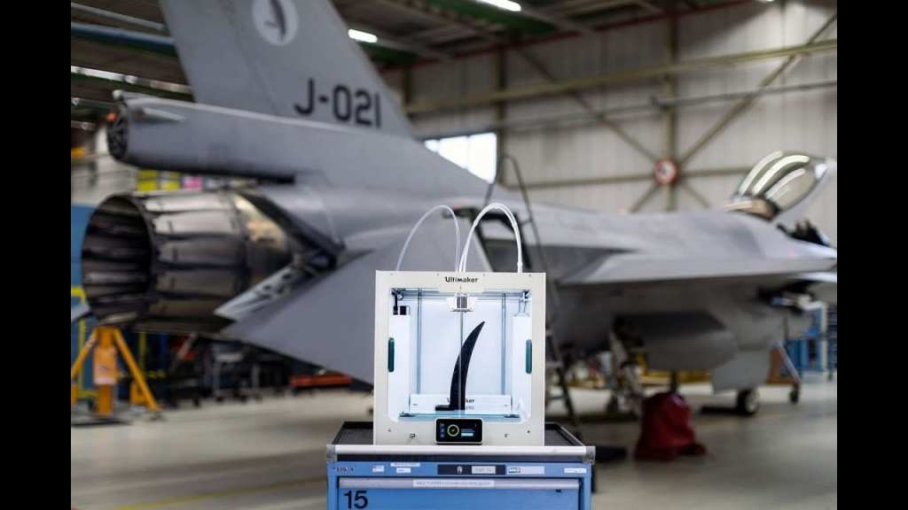 Ultimaker 3D printer with a part for a US Airforce jet