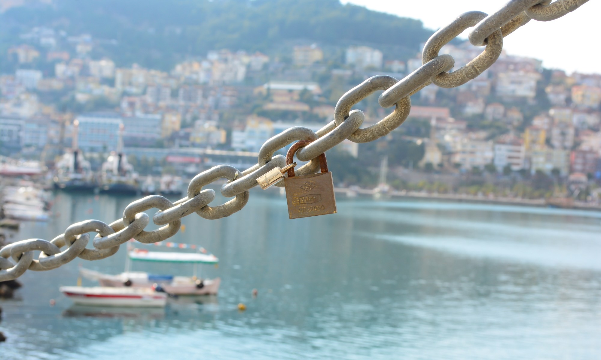 ALANYA GUIDE - ALANYA HARBOUR AND THE LIGHTHOUSE AND THE LOVE LOCKS