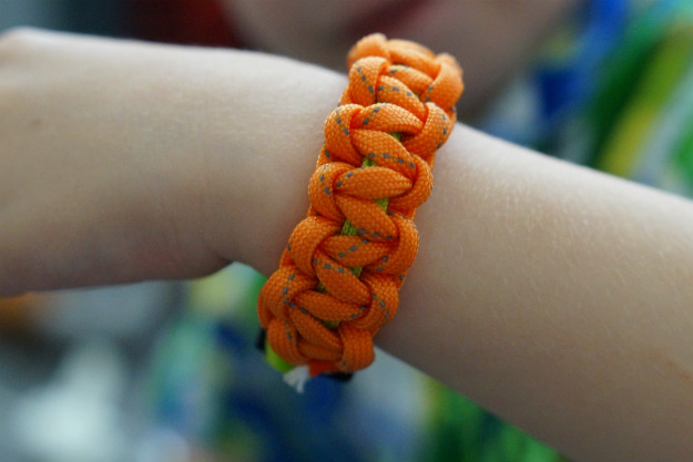 Make and Wear Paracord Bracelets | SHTF Life Hacks | Secret Prepper Tip List