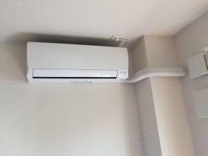 地元大手の不動産アパートでのエアコン取り付け 室内カバーが標準 北九州市若松区にて