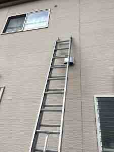 脚立では作業できない高所作業にはスライドはしごを使います。高さによって値段が違います。