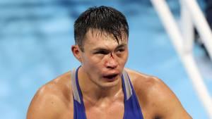 Kamshybek Kunkabayev with a cut over the bridge of his nose