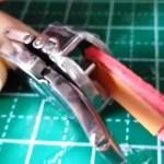 ベルトに通す革の厚さを確認 ちょうど良い厚さ