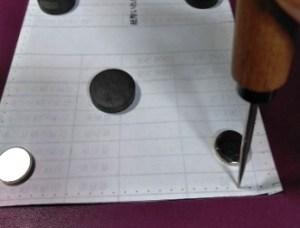 縫い穴の印をつける