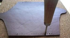 縫い穴をあける