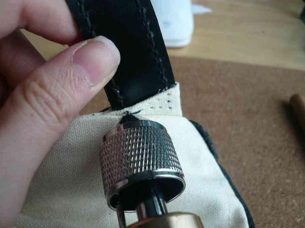 ベルト下部の縫い付け