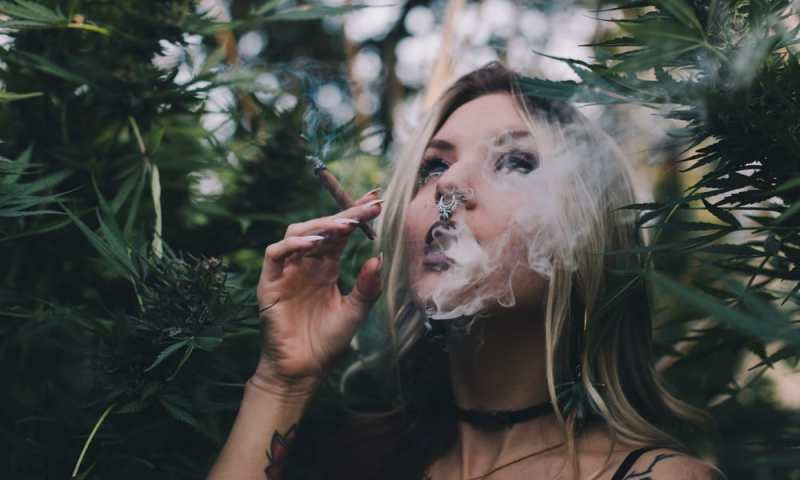 5 States Where Women Talk About Weed More Than Men