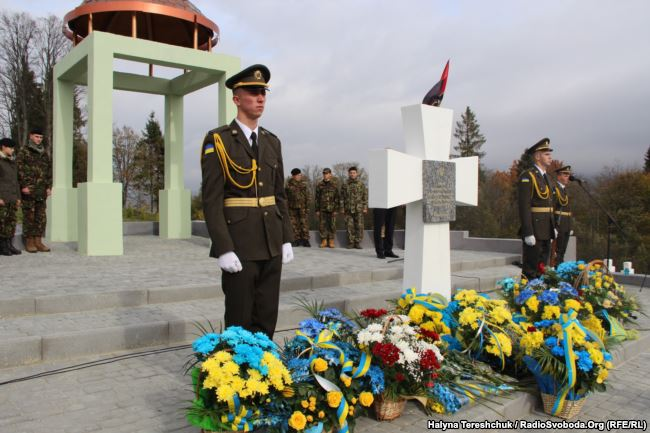 Меморіал убитим поляками українцям на Верецькому перевалі
