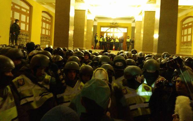 Бойовики Саакашвілі штурмують палац у Києві