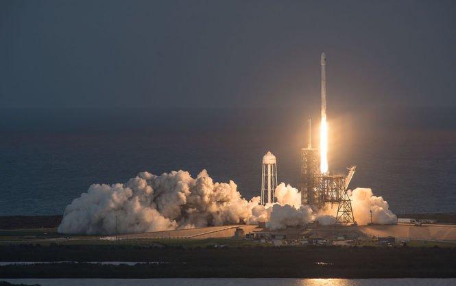 Ракета Falcon 9 вивела на орбіту 10 спутників