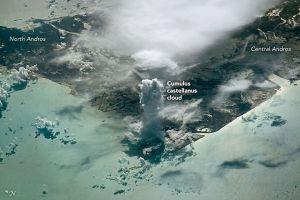 Хмарочос із хмар, помічений із космосу