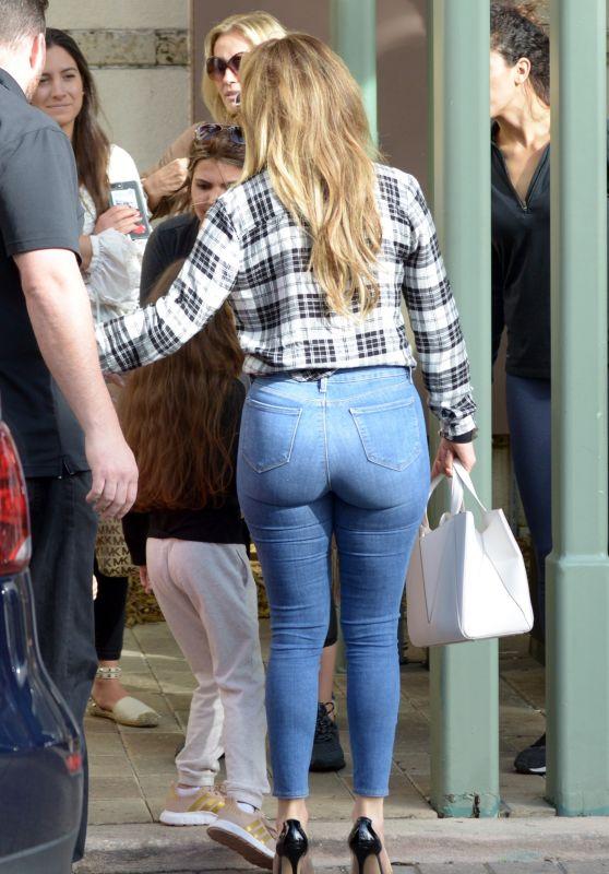 Дженіфер Лопес в джинсах