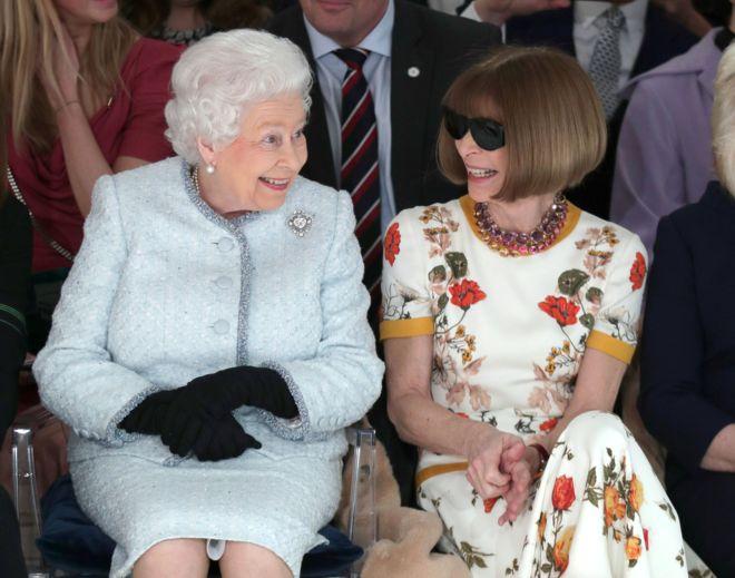Королева Єлизавета II прийшла на шоу Лондонського тижня моди