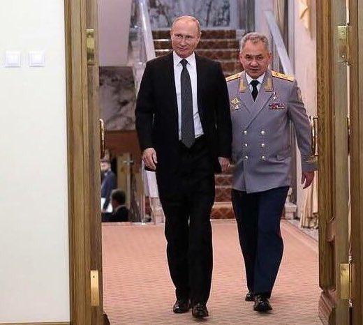Путіну пришили ходулі. Він тепер вищий від Шойгу