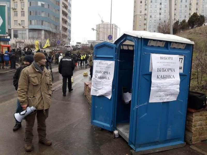 В Одесі встановлено кабінку для голосування за Путіна