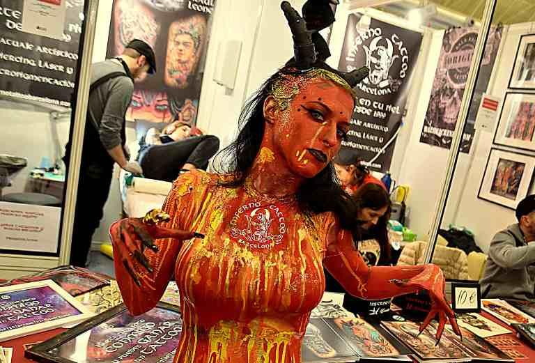 Жінка-учасниця 2-го конкурсу іспанських майстрів татуювання