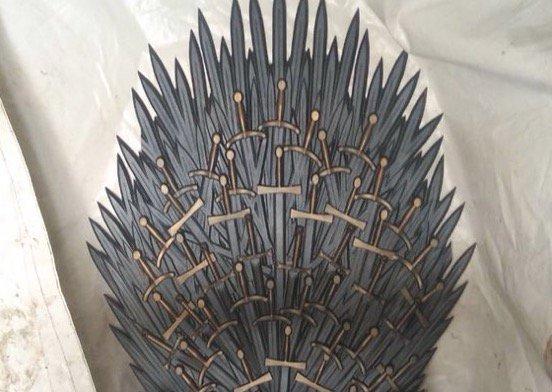 У нааметі біля Ради знайшли трон Саакашвілі