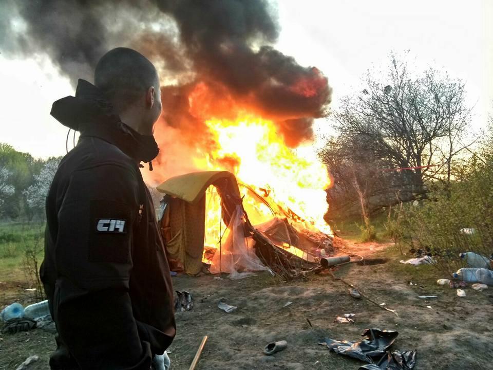 Активісти спалили циганський табір на Лисій горі