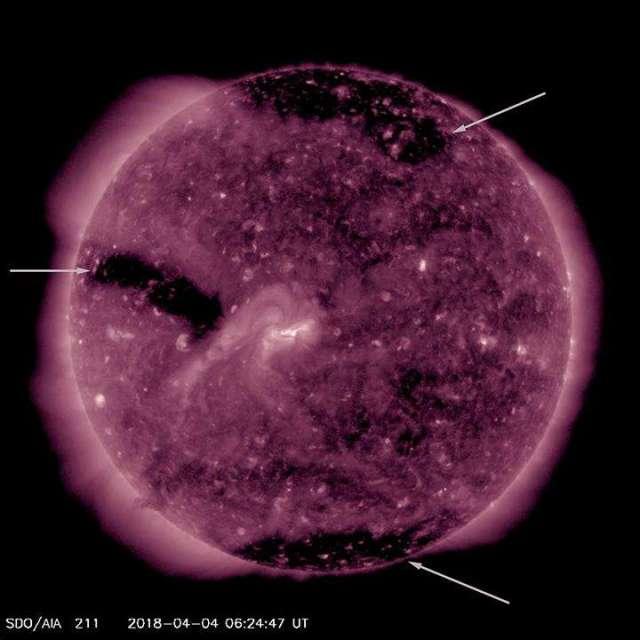 На Сонці виялено три гігантські діри