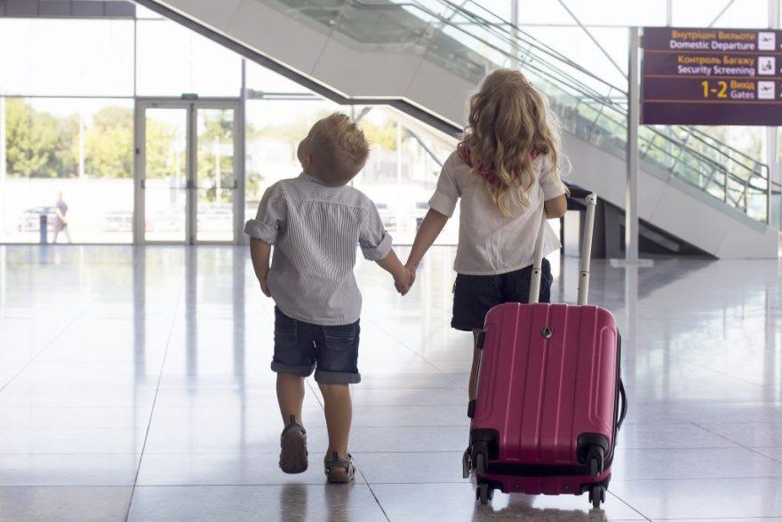 Відтепер усім дітям потрібен свій закордонний паспорт для виїзду за межі України