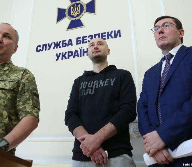 Аркадій Бабченко: Я сиджу з сім'єю в бункері, ховаюся від найманих вбивць